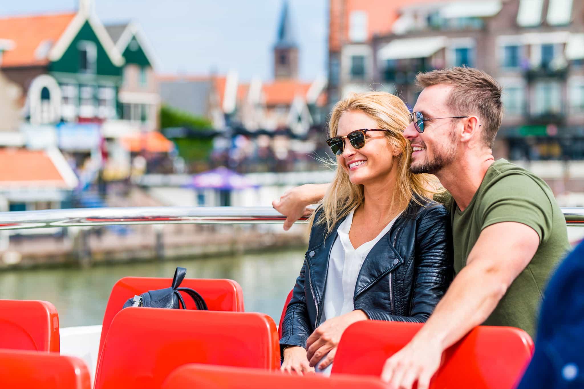 Stel op de boot Volendam Marken Express