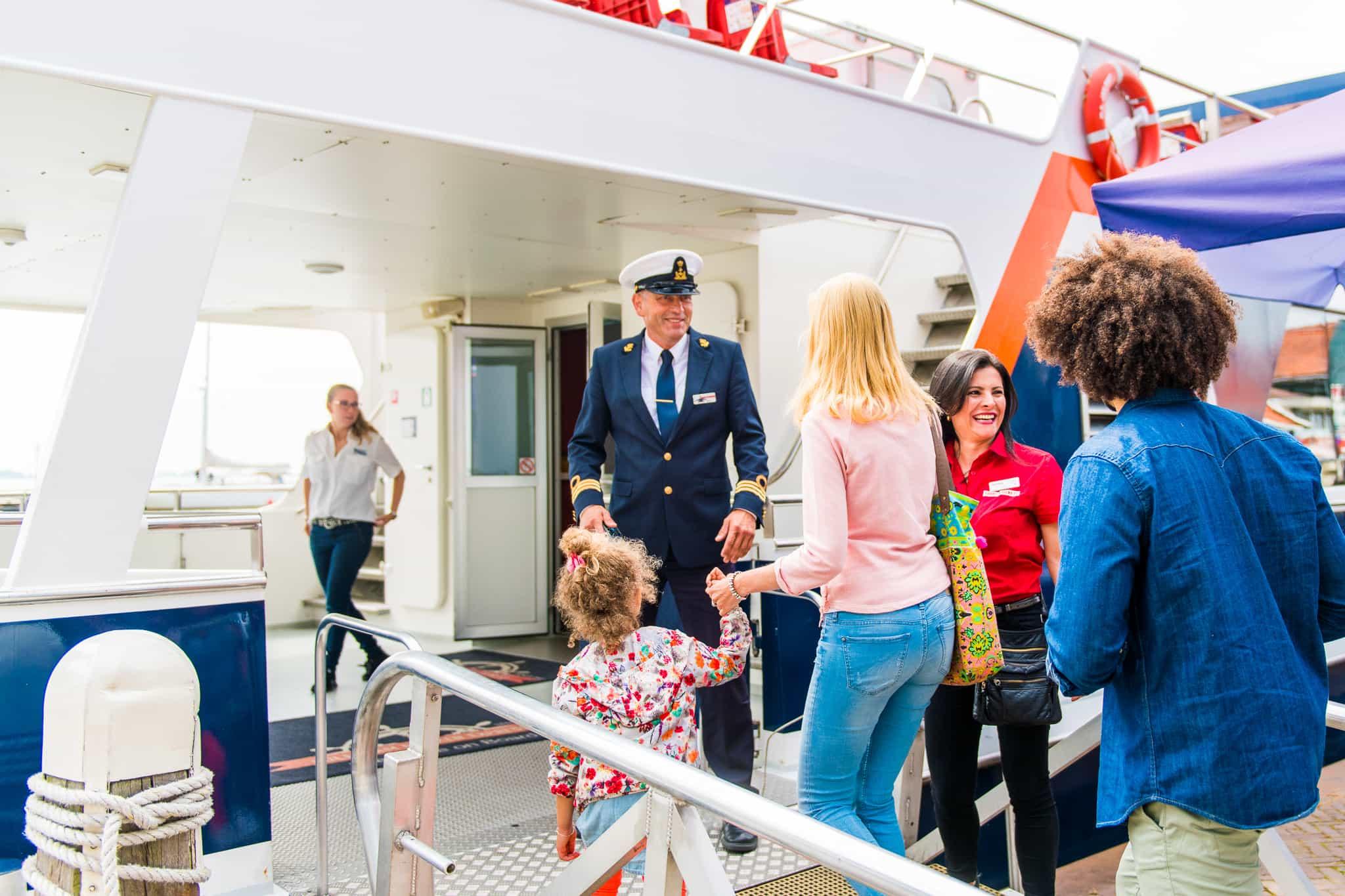Kapitein welkom aan boord Marken Express