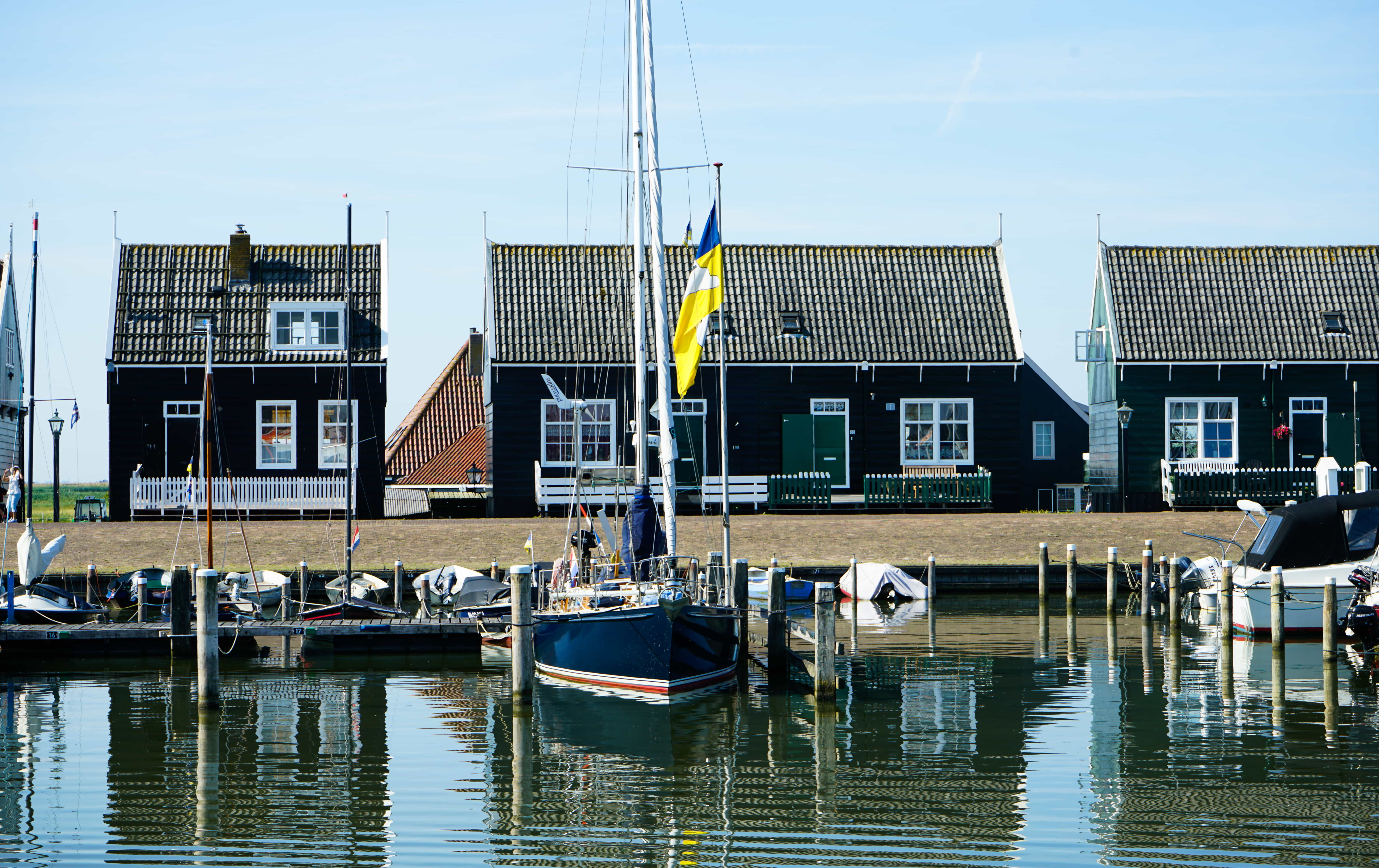 Haven van Marken met boot