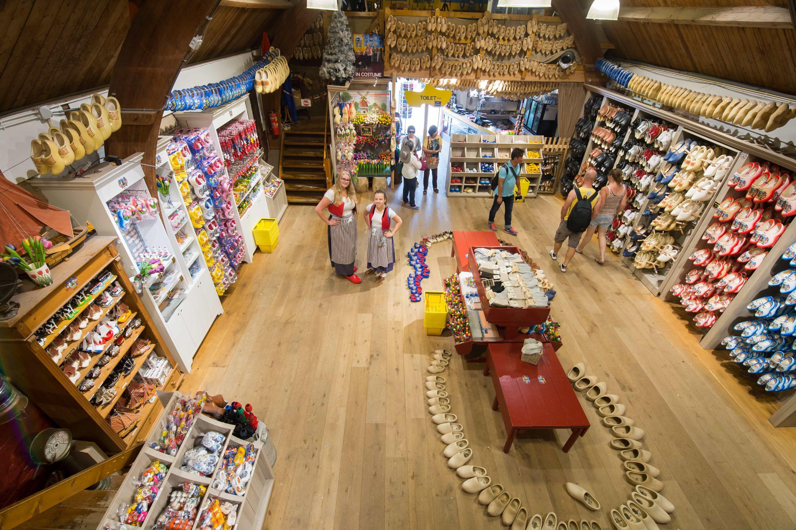 Overzicht van Klompenmuseum in Marken