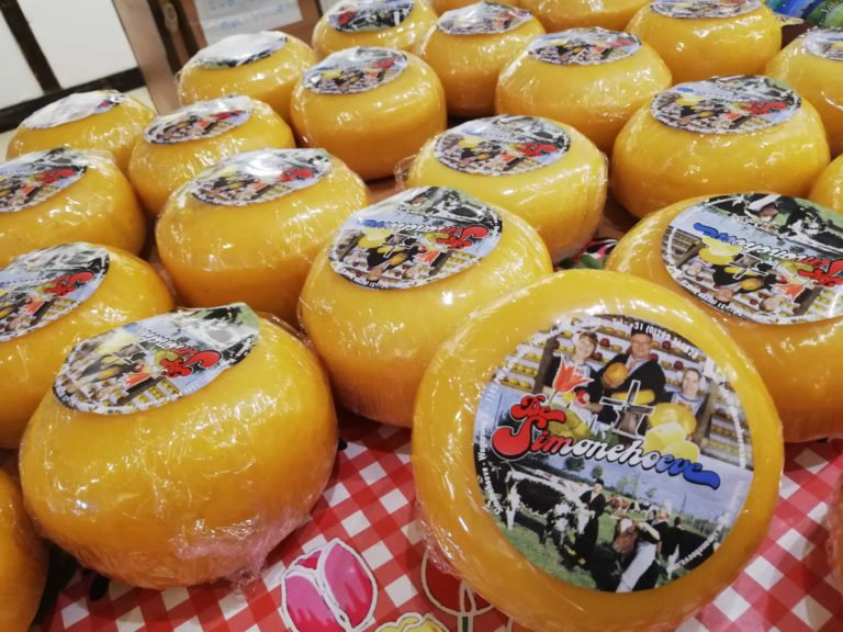 Kaas op de balie ingepakt